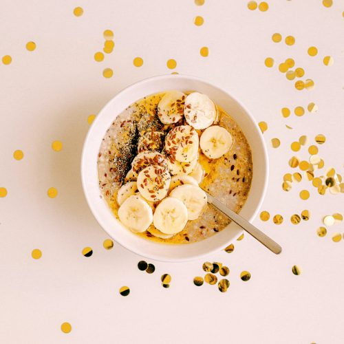 bowl of sliced bananas with rice krispies